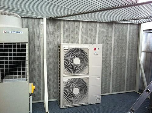 Groupe extérieur en toiture, mur acoustique